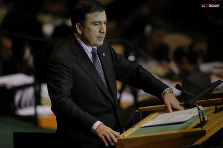 Саакашвили убедил США, что Украине нужно оружие