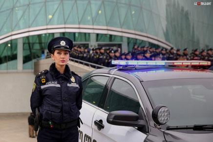 8 марта в Грузии: Патрульные инспекторы задарили цветами «Автоледи»