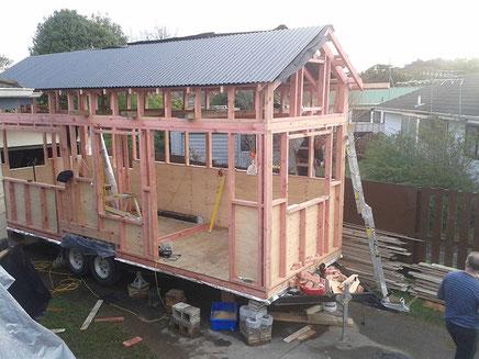 Eine Möglichkeit, wo man sein Tiny House bauen kann: In der Garageneinfahrt der Eltern... ;-)