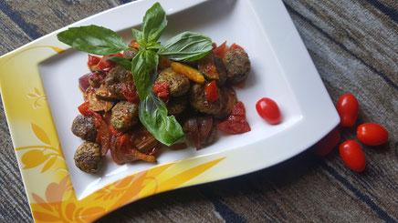 Rezeptvorschau für selbstgemachte Basilikum-Gnocchi-Pfanne Provencale nach einem Kochrezept aus Dinkel-Dreams 3 von K.D. Michaelis