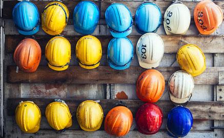 Sicherheitshelme für Baustellen