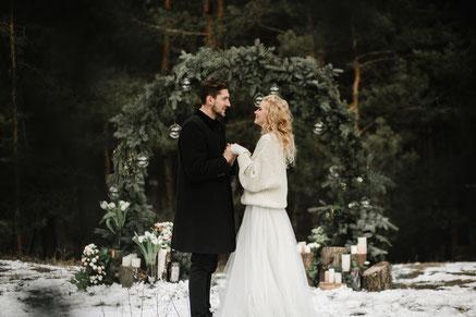 Freie Trauung im Winter - Brautpaar Winterhochzeit