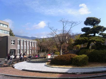 甲府西キャンパス(教育学部・生命環境学部)の昼休み