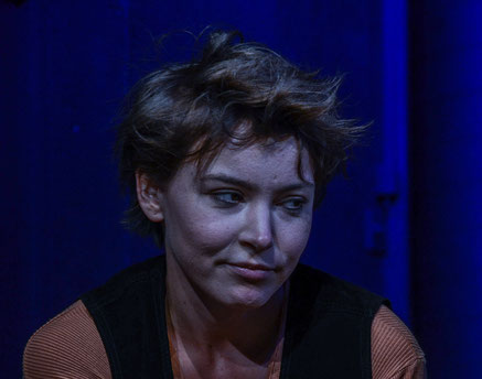 Angela Ahlheim als Eva in Jugend ohne Gott in der Tribüne Linz 2016