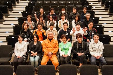前列、左から2番目が今回の新潟実行委員長、中村美和さん。その隣のオレンジのツナギの方は、前回の新潟実行委員長で、今回もお手伝い下さったマル丸山さん。