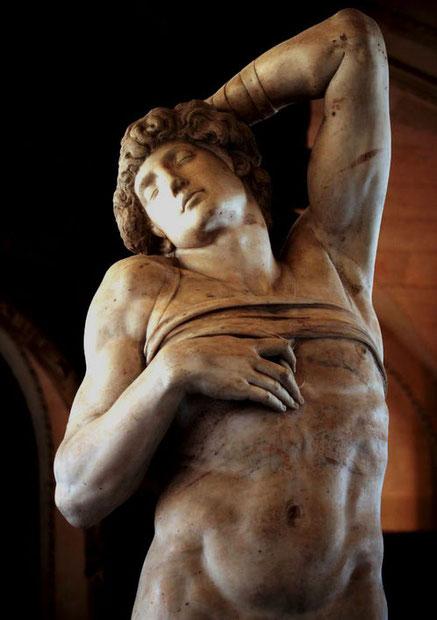 Умирающий раб - величайшие шедевры Лувра в Париже