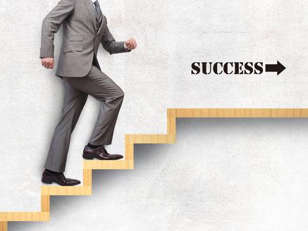 成功に向けて一歩一歩進めるイメージ