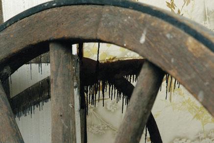 Wohnzimmer 1   Malerei und Installation in Abbruchhaus 2003