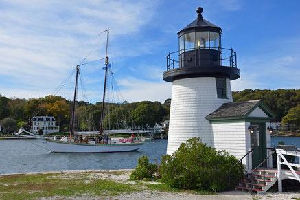 Kopie des Brant Point Lighthouse auf Nantucket von 1746 mit einer Ausstellung über die Geschichte der Leuchttürme