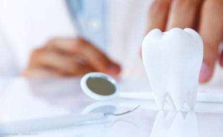 Persönliche Beratung zur Wurzelbehandlung in der Zahnarztpraxis Dr. Thomas Schmidbauer in Dingolfing