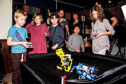 битва радиоуправляемых роботов Лего на детский праздник день рождения