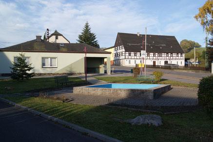 Bild: Wünschendorf Erzgebirge Buswendeplatz 2012