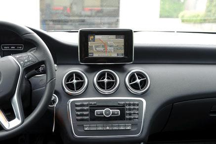 axion navigation kartenansicht über originalen monitor im w176