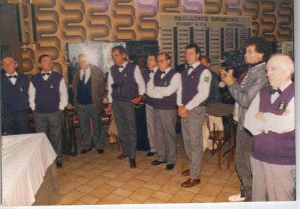 Au Progrés, au premier plan à droite, Michel Pubill, propriétaire des lieux