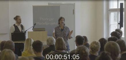 """Christa Spannbauer stellt ihre Dokumentation """"Achtsamkeit in der digitalen Gesellschaft"""" auf der Konferenz Achtsam. Digital vor"""