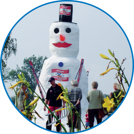 At events and exhibitions, celebrations or Christmas markets, people love us. Because we always bring something wonderful with us: sugary snow landscapes, giant snowmen, impressive ice and snow sculptures, to name just a few.