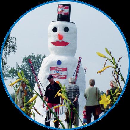 Riesenschneemänner, Schneelandschaften und Schnee- und Eisskulpturen realisiert Snow-Industries mit der SnowBOX