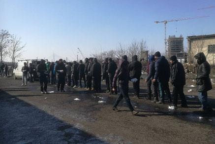 Trostlos ist die Situation für viele Flüchtlinge auch in Serbien. Bei Eiseskälte harren sie in den Camps aus. Foto: Cars of Hope