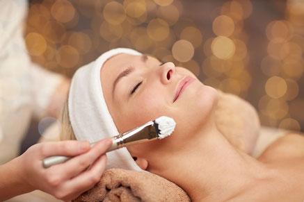 Ausbildung zur zertifizierten Kosmetikerin an der Kosmetikfachschule Heydecker in Zürich