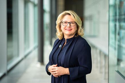 Reinhard Sager (DLT), Dr. Gerd Müller (BMZ), Uwe Zimmermann  (DStGB) und Markus Lewe (DST) Foto: Jonas Wiggers/DStGB