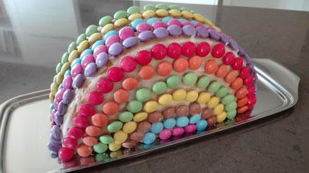 Rezept für einen bunten Regenbogenkuchen