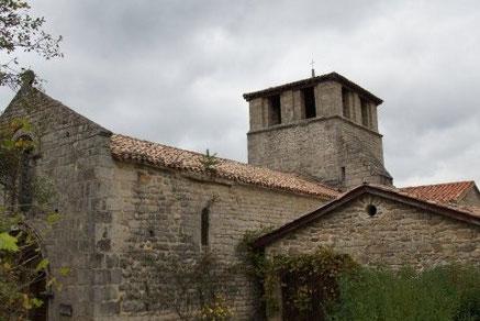 Eglise romane de Veyrines Ouvert toute l'année.  De style roman très pur, l'église date du 12e siècle et est classée aux Monuments Historiques.  Mairie de Saint-Symphorien de Mahun