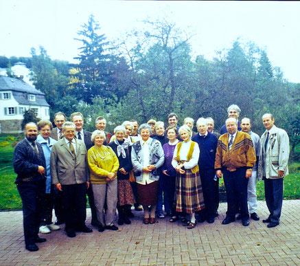 Treff der Kirchenvorstände aus Schleusingen und Gießen im Waldhof Elgershausen bei Greifenstein, 1996 // Foto: privat