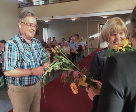 """Pfarrer Klaus F. Pötz und Ruth Schneemann bei einem """"Gottesdienst anders"""" in der Andreasgemeinde // Foto: Gömmer"""