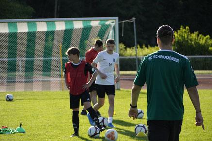Trainer Finn Apel und einige der Talente des SCS