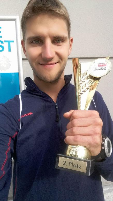 Michael Höflechner durfte sich über den Pokal über den 2. Platz in der Altersklasse freuen. (Foto zVg)
