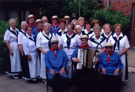 Die Sängerinnen und Sänger im Klara-Stift
