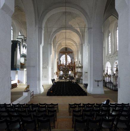 Lübeck Domkirche, Blick vom ansteigenden Gestühl zwischen den Türmen in Richtung Osten