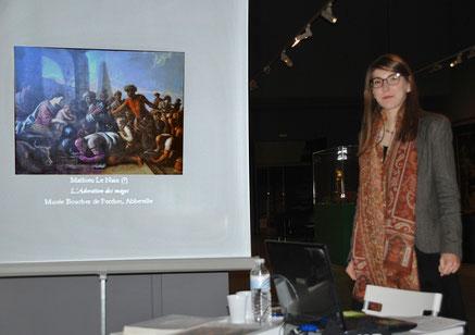 Agathe Jagerschmidt présente L'Adoration des Mages attribuée à Mathieu Le Nain au public du Musée d'Abbeville