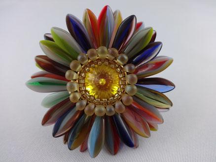Blütenring aus Glasperlen