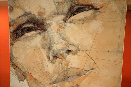 Portraits de Jean-François Comte dans la galerie des Chambres de l'Abbaye, dans l'oise, en Picardie