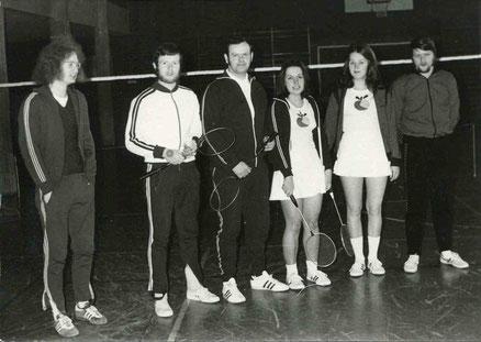 1.Mannschaft 1973/74 von links: Günther Breuer, Hans-Werner Stein, Harald Pletsch, Christa Franzen, Sigrid Kremer und Günter Dillenhöfer