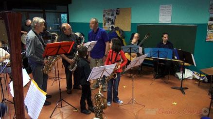 Festival JAZZ360 2013, atelier jazz de l'association MusiquATaPorte, école de Cénac. Photographie : Christian Coulais
