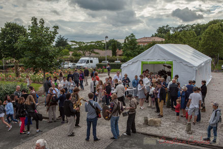 Festival JAZZ360 2016. Apéritif offert par la Mairie, square des écoliers, Cénac. Photographie : Christian Coulais