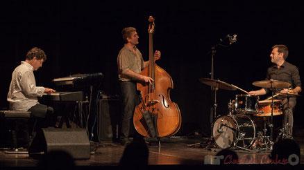 Soirée cabaret JAZZ360 avec Serge Moulinier Trio, 7 novembre 2015, salle culturelle de Cénac. Photographie : Christian Coulais