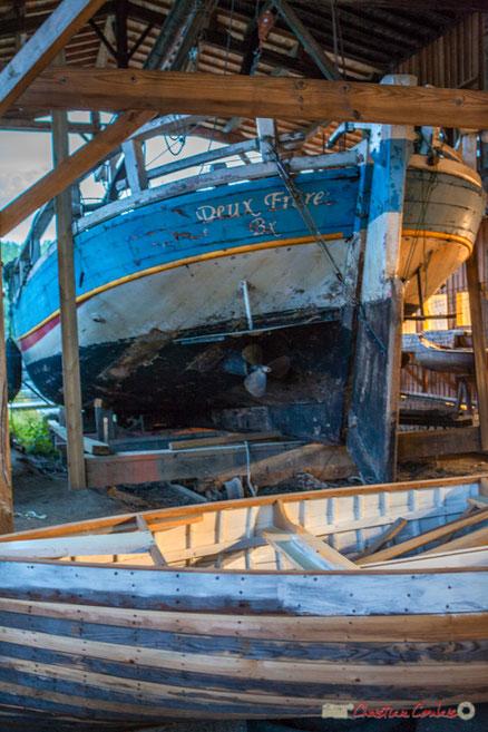 La coque de la gabare de Gironde  « Deux Frères » est la réplique exacte de celle construite aux chantiers Urbain Tramasset au Tourne (Gironde), mise à l'eau le 27 avril 1892. Photographie © Christian Coulais