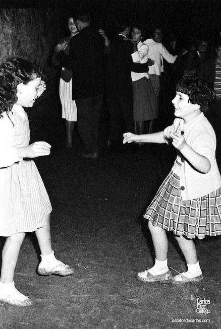 1959-Muiñeira-nenas-Carlos-Diaz-Gallego-asfotosdocarlos.com