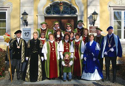 Prinzenpaar und Hofstaat 2011/12 (rechts Prinz Daniel mit Prinzessin Andrea und links Hofmarschall Timo mit seiner Hofdame Raphaela)