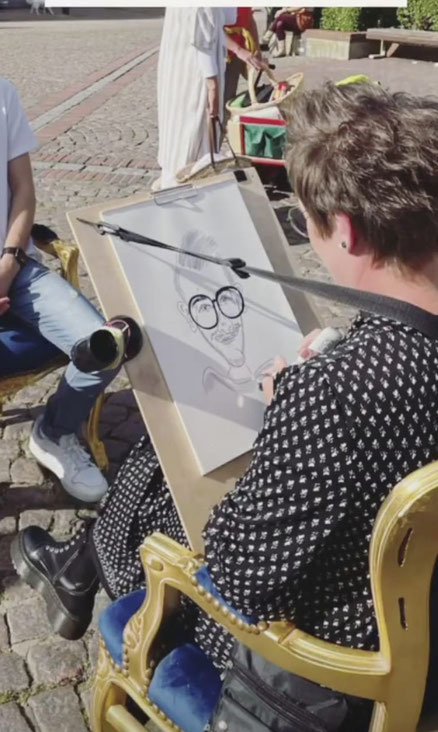 live-Karikatur auf dem Eutiner Marktplatz