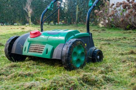 Rasen vertikutieren - Gartenpflege Hannover, Burgwedel, Isernhagen von GreenFairway