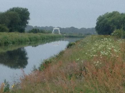 Mit Blick zur Klappbrücke in Richtung Aurich
