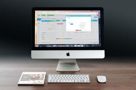 Computer mit Bewirtschaftungssoftware für Treuhandaufgaben