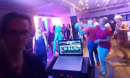 Professionell, Flexibel, Premium. HIer unverbindlich anfragen! Für exklusive Events. Stile: Lounge, Club-Sound, Party. DJ Plus Saxophon DJ plus Live-Saxophon djandfriends.de