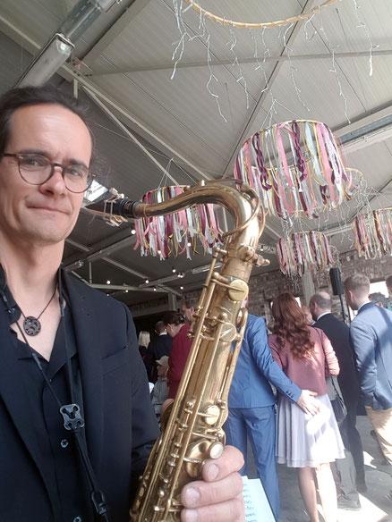 DJ mit Saxophon DJ plus Saxophon Saxophonist Discjockey Live Act mit DJ und Saxophonist - EVER'SO Mr Sax