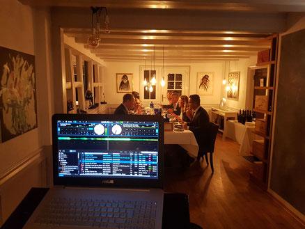 Restaurant Musik Dinner DJ Saxophonist perfekte Untermalung des essens DJ plus Saxophon Saxofon