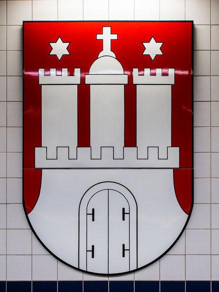 Wandschmuck in der U - Bahn Haltestelle Rathaus.
